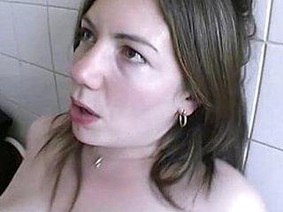 Elle se fait casser le cul dans sa cuisine en rentrant des courses !! French ama